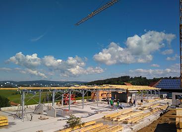 Zimmermann-Systemstall in Rekordzeit errichtet